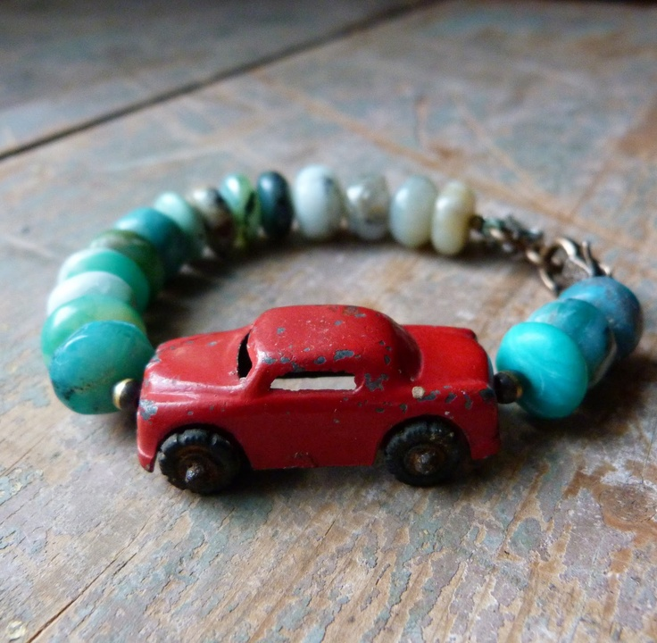 Make Memory Bracelets using your child's old trinkets.Little Red, Jewelry Inspiration, Vintage Cars, Lorelei Eurto, Hee Hee, Cars Bracelets, Vintage Toys, Old Cars, Lorelei Blog