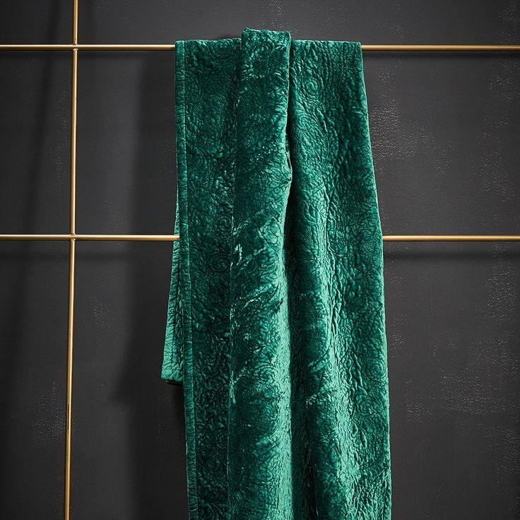 Essenza Tagesdecke Roeby Pine Green In Weichem Polyester. Mit Einem Elegant  Wirkenden Relief Muster Aus