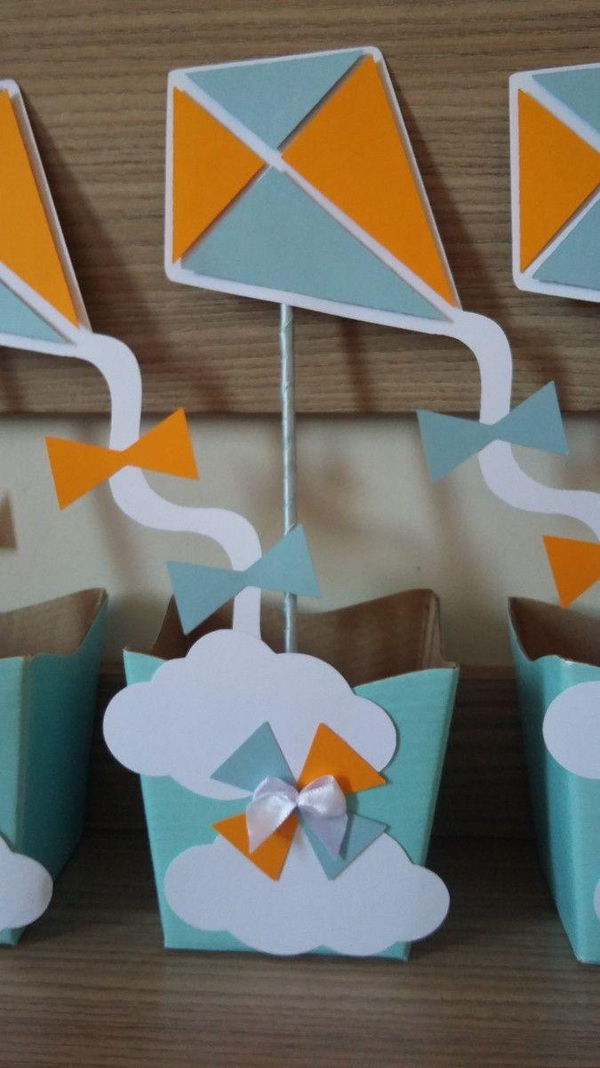 Feito sob encomenda.  Será confeccionado em cachepô de papelão.  Embalagem vazia, doces não acompanham.  Pode ser produzido em outras cores e adaptado para qualquer tema.  Medidas aproximadas.