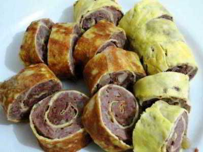 Rolade Daging - Berikut ini ada cara membuat video resep rolade daging sapi giling atau ayam cincang kukus saus tiram isi telur asli sajian sedap diah didi paling praktis.