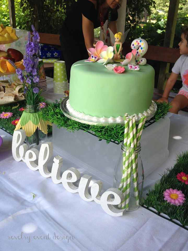 Tinker Bell Birthday | Tinkerbell | Tinkerbell table setting | healthy party snacks | Tinker Bell birthday cake | daisy mats | birthday decoration | by Revelry Event Design