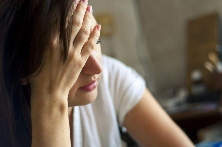 »Når man har haft smerter et sted i kroppen i lang tid, sker der nogle gange det, at nervesystemet bliver overfølsomt, og at patienterne får ondt andre steder i kroppen også. Hos kroniske smertepatienter sker  der en forstærkning af signalerne. kroniske smerter kan på nuværende tidspunkt ikke behandles medicinsk. Smerteklinikker arbejder derfor også med psykoterapi, sygdomsmestring, genoptræning og mindfulness.