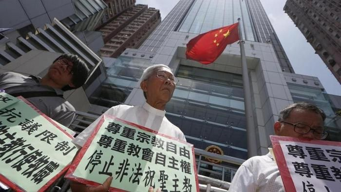 Cardinal Zen (centre), during a protest.