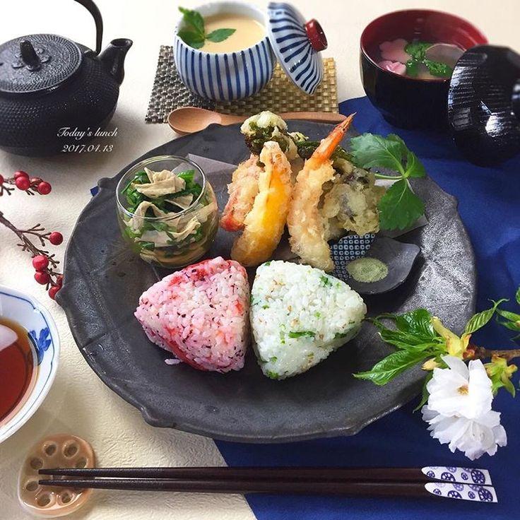 . 今日は3回目のおもてなしレッスン❗️ . 無事に終わり一安心。 . 自分のごはんは、 見本で揚げた天ぷらと残り物で 和ンプレートにしました☺️ . ✿ 天ぷら盛り合わせ ✿ 春菊と湯葉のおひたし ✿ 茶碗蒸し ✿ あさりと生麩のお吸い物 ✿ 菜の花とごまの混ぜおにぎり ✿ しそ梅おにぎり . . 息子もだいぶ保育園に慣れ、 泣きもせず楽しく過ごしているようです👦🏻 . . ------🍳------🍳------🍳------🍳------ . Ohana kitchen レッスンの空き状況 . 4月 おもてなしレッスン、マンツーマンともに満席 . 5月 マンツーマンレッスン 満席 . おもてなしレッスンコース ◆本格石焼きビビンバ ◆チョジャンの唐揚げ ◆チョレギサラダ ◆韓国風明太のアボカドマヨ ◆焼肉屋さんのわかめスープ . 11日残り3名様/13日残り3名様 24日残り3名様/26日残り2名様 . . #和ンプレート #和食 #ワンプレート #天ぷら #おうちごはん #おうちごはんはじめ #クッキングラム #デリスタグラマー #おうちカフェ #料理…