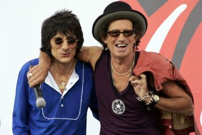 Ron Wood (L) and Keith Richards of The Rolling Stones chat to reporters during a press conference to announce a world tour at the Julliard Music School in 2005 in New York City.
