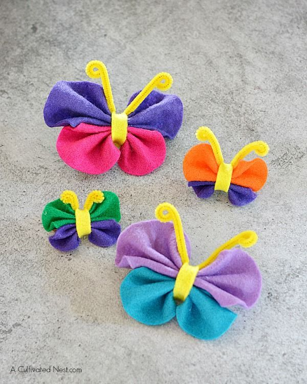 There are so many things to do with this adorable felt butterfly craft! Toss a magnet on the back for instant fun on your refrigerator. Attach to hair clips or bobby pins and adorn in your lovely locks. Glue onto photo frames to add a fun splash of color. Use in place of a bow on a gift.