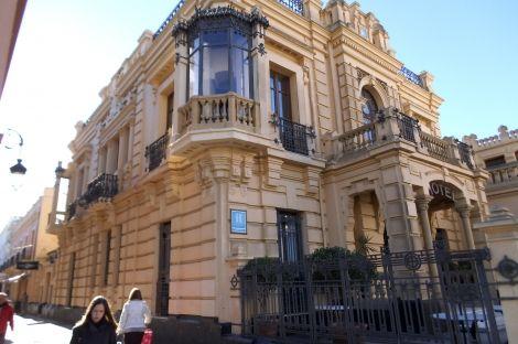 Hotel en venta en Edificio Modernista. Calzada de Duquesa Isabel. Sanlúcar de Barrameda. Cadiz | Lançois Doval http://www.lancoisdoval.es/hoteles-con-encanto-en-venta.html