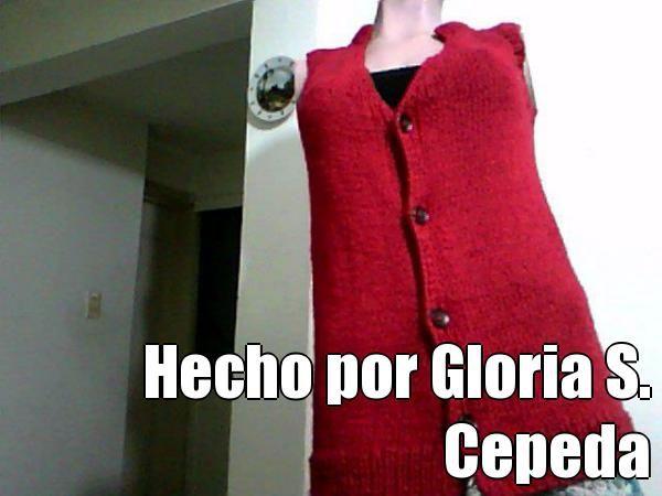 Hecho por Gloria S. Cepeda (courtesy of @Pinstamatic http://pinstamatic.com).  Chaleco tejido en 2 agujas, iniciado por el cuello, tejido jersey.