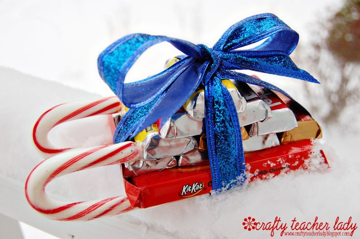 Candy Cane Sleigh Video Tutorial: Canes Sleigh, Crafty Teacher, Kits Kat Bar, Gifts Cards, Chocolates Candy, Chocolates Bar, Candy Canes, Teacher Lady, Sleigh Tutorials