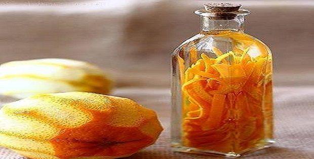 ΛΙΚΕΡ ΠΟΡΤΟΚΑΛΙ. Κλείνω τις φλούδες από το πορτοκάλι και τα μπαχαρικά σε ένα βάζο με το ρακί. Μετά από 20 μέρες φτιάχνουμε ένα σιρόπι με την ζάχαρη και.....
