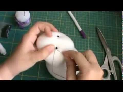 Так я вышиваю носы своим мишкам. Голова мишки набита опилками. Предварительно мордочку мишки выстригла, затем наметила область вышивки или рисунок, по которо...