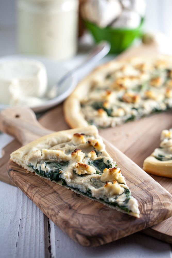 Roasted Garlic White Pizza with Macadamia Ricotta & Spinach