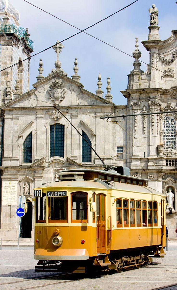 """Oporto  en los """"10 Lugares para Descubrir en Tranvía (de época)""""  Via Condé Nast Traveler Espanã   14/02/2013  La delicia de subir a un tranvía antiguo en Oporto.  Oporto es otra de las ciudades europeas donde es toda una delicia subirse a uno de sus centenarios tranvías. Uno de los paseos más clásicos (y de los pocos que quedan) es el que transcurre entre Ribeira y Passeio Alegre, en Foz do Douro.  #Portugal"""
