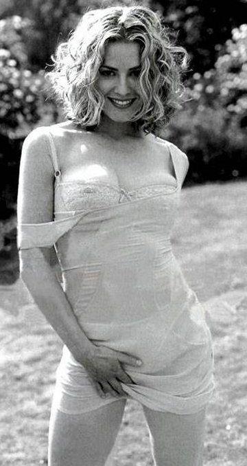 Elisabeth shue breast size