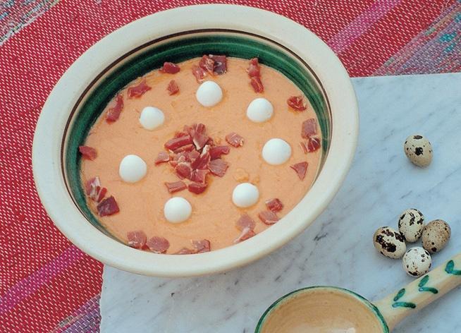 Sugerencia de hoy: un buen salmorejo cordobés ¡con huevos de codorniz! / Tip for today: a good salmorejo from Cordoba with quail eggs!