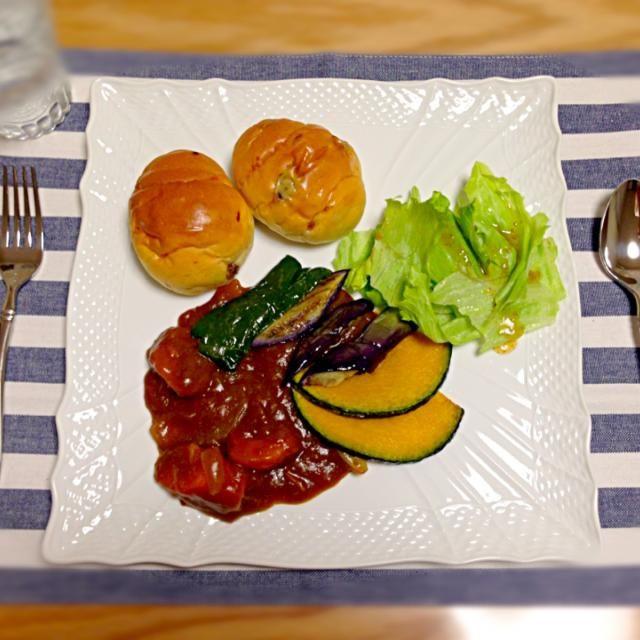 かぼちゃ、なす、ピーマン! 夏野菜の素揚げを添えて(❁´◡`❁)  あとはレーズンロールとサラダ☆ - 14件のもぐもぐ - 夏野菜カレー*7/24 by yukibo