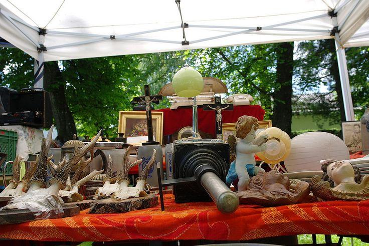 Der Antikmarkt im Waldgasthof Buchenhain jeden Monat ein beliebtes Ausflugsziel in München Süd