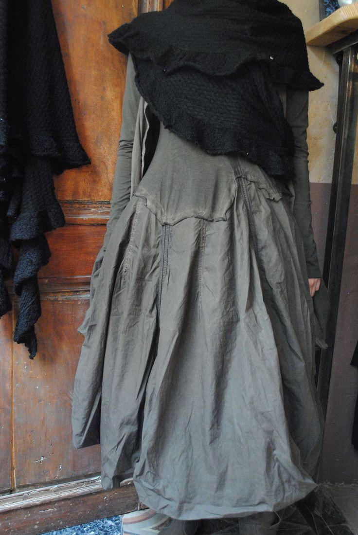 Mlle Hermine : Robe bi-matière boule kaki foncé et sa veste à froisser à volonté...