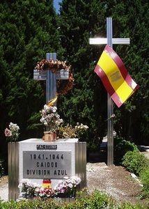 cementerio de la Almudena donde descansa un soldado desconocido recogido en Rusia y que es el monumento a la  división Azul