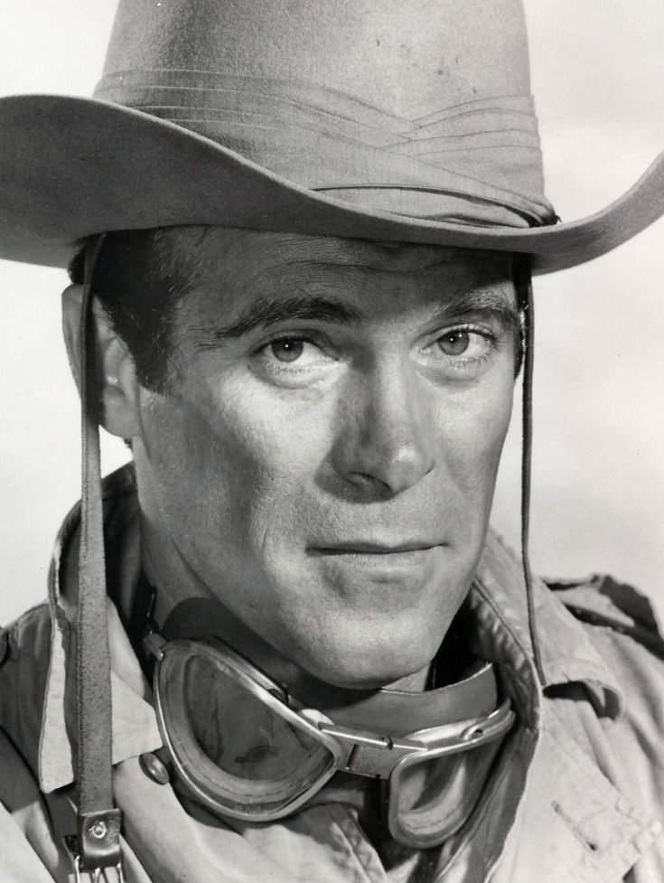 TV and film actor Christopher George was born today 2-25 in 1931. He's remembered especially for his TV series he played the lead in The Rat Patrol (1966-68). He passed in 1983.