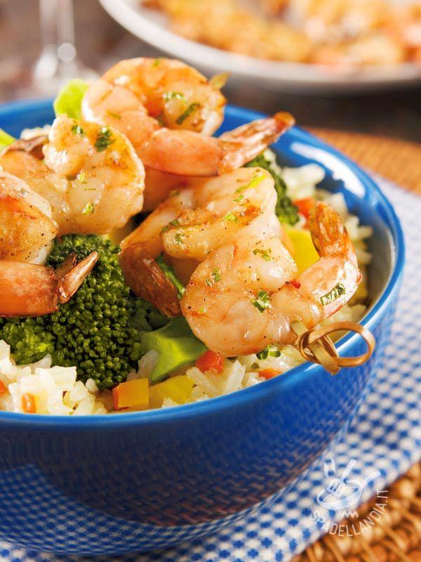 Il Riso con gamberi e broccoli è un piatto unico e veramente completo. Se avete poco tempo a disposizione, optate per i gamberi surgelati.