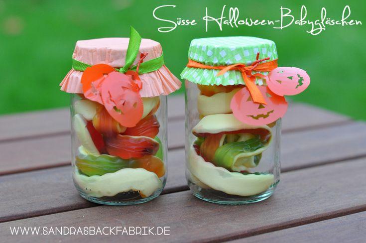 Halloween Give Aways / Babygläschen / Baby Food Jars / http://sandrasbackfabrik.de/suesse-halloween-babyglaeschen/