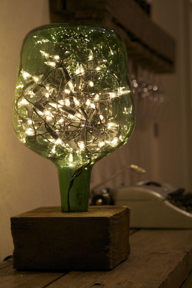 Lamp made with recycled botte water and christmas lights/ Lámpara hecha con garra de agua reciclada y luces de navidad / www.paletos.net / #palet #pallet #reciclado #recycled #bottle #diy #paletos #lamp #lámpara #garrafa