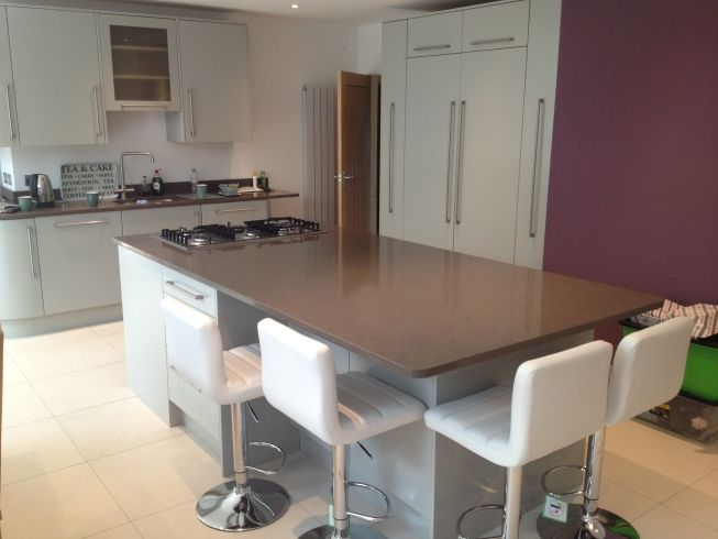 Contemporary kitchen from Anthony Mullan furniture. Visit our Maidenhead showroom  or find out more at www.anthonymullan.com