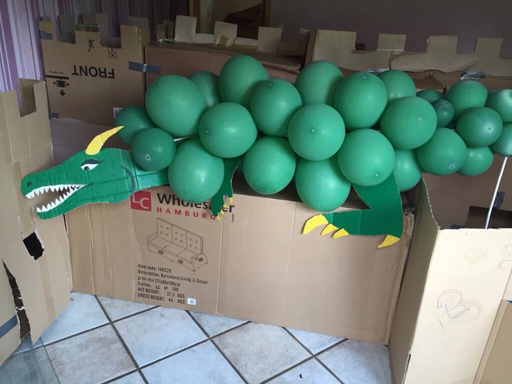 Drache aus Luftballons zum Spielen, Ritter-kindergeburtstag