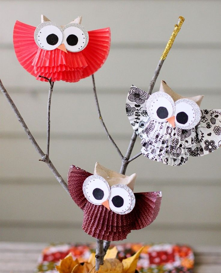 Owls are so cute! Make these sweet and simple owl centerpieces with this DIY tutorial by Sugar Bee Crafts.