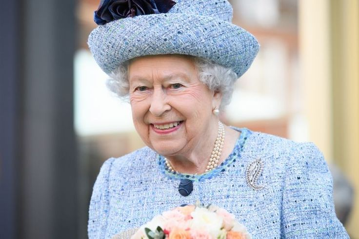 Let them eat cake: the Queen eats a custom cake every single day ...