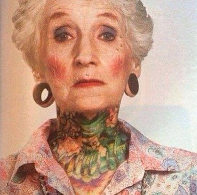 Ta ženska je stara 80 let Badasove tetovaže - Piercings-2898