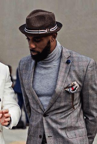 チェック柄ジャケットにハイネックニットをあわせたメンズファッション着こなし術