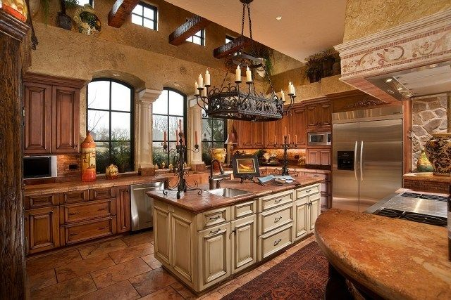 Stil der Toskan-mediterrane Küche-Fliesen-Fußboden terracotta-Kronleuchter mit Kerzen