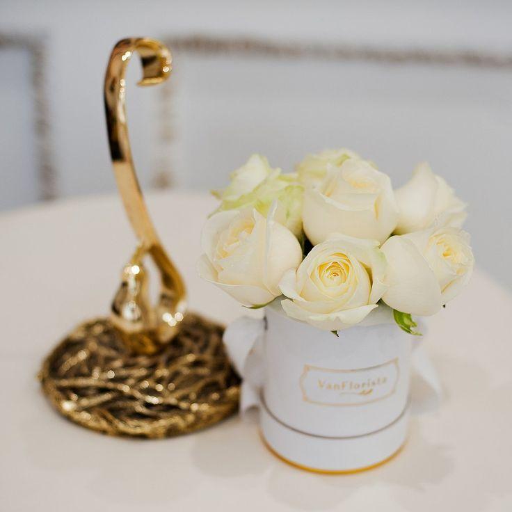 White Roses Basic