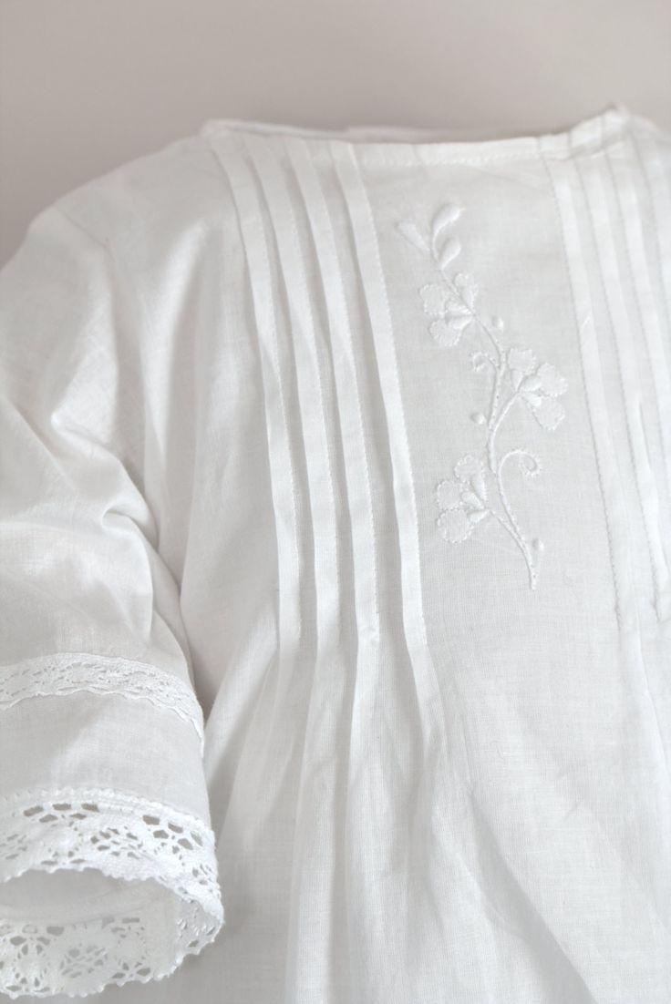 Wunderschöne, schlichte Taufkleider aus Dänemark: Arles Taufkleid von Oli Prik