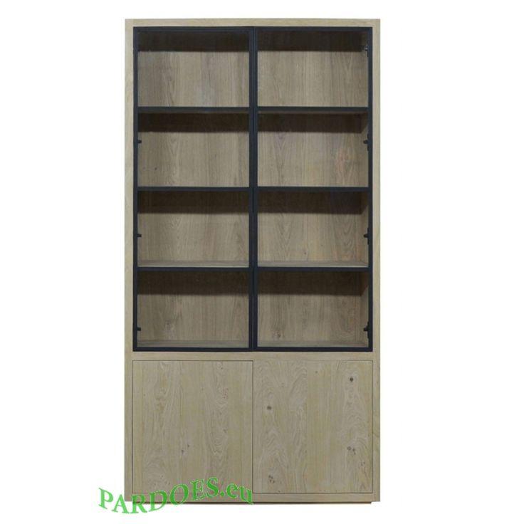 Glaskast puur van rustiek eiken met metalen deuren. ook leverbaar als 6 of 8 deurs kast