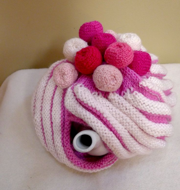 Strawberry swirls marshmallow tea cosy