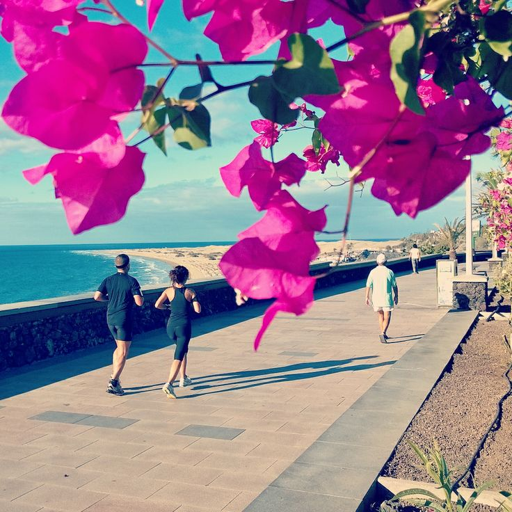Joggers on Playa del ingles boulevard in #GranCanaria