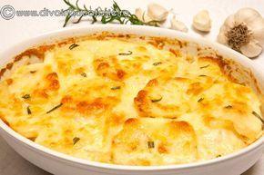 Cartofii cu smantana si usturoi la cuptor sunt o garnitura delicioasa! Cunoscuti sub numele de cartofi dauphinoise, acestia sunt un altfel de cartofi gratinati.
