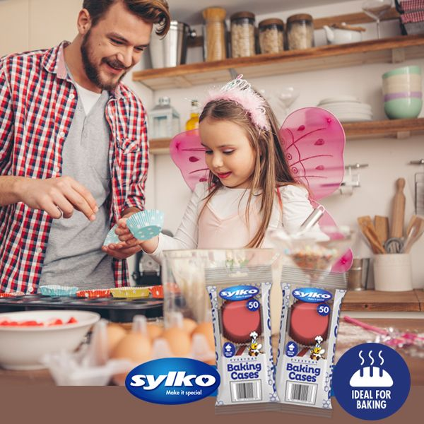 There's nothing better than homemade muffins with a dash of love and a good helping of passion, especially from little helping hands! Sylko's baking cases are ideal for baking and make the perfect accessory to complete your yummy muffins.