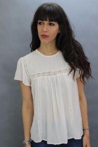 Blusa romántica. 100% algodón. Detalle de encaje. Manga mariposa.