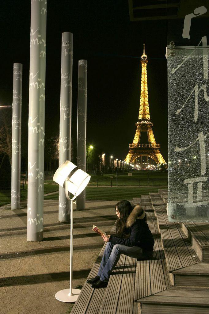 #Lampe #Paris #white #outddor #night #lights #eiffeltower #beautiful