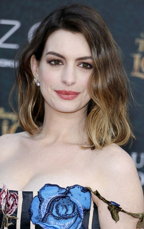 Anne-Hathaway-Alice-Through-The-Looking-Glass-Movie-Premiere-Red-Carpet-Fashion-Christopher-Kane-Tom-Lorenzo-Site (9)