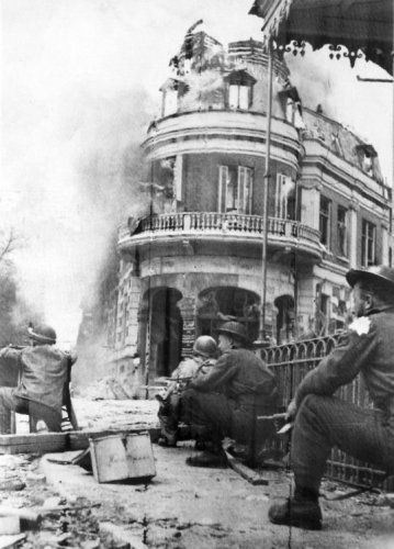 A bridge too far. Street fights in Arnhem. Sept. 1944. Soldiers, history, photo, b/w, soldiers, rubbles.