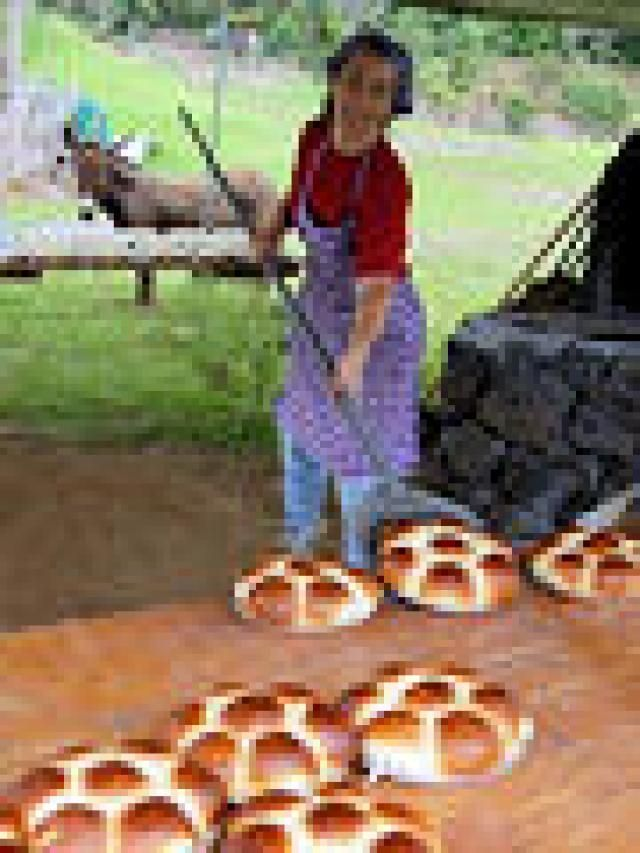 Things To Do For Free On Hawaii's Big Island: Kona Historical Society's Traditional Portuguese Bread-baking