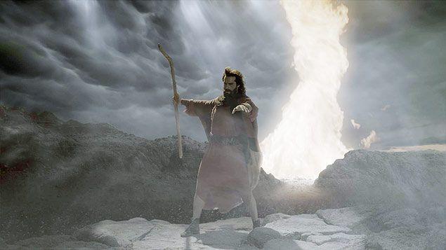 """Uma das cenas da travessia do Mar Vermelho na novela bíblica """"Os Dez Mandamentos"""", da rede Record. Na foto, Moisés (Guilherme Winter). EXCLUSIVO ILUSTRADA Crédito: Divulgação ***DIREITOS RESERVADOS. NÃO PUBLICAR SEM AUTORIZAÇÃO DO DETENTOR DOS DIREITOS AUTORAIS E DE IMAGEM***"""