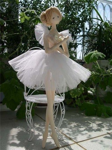 Beautiful ballerina doll...and photos to create many other dolls.-  Instructions in Japanese