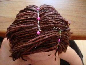 Tutorial pelo de lana en muñecas // Waldorf doll hair tutorial