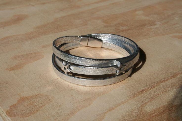 Bracelet femme cuir de chèvre métallisé 5 mm - 3 tours/étoiles – argenté – fermoir magnétique : Bracelet par boisdesoluthe